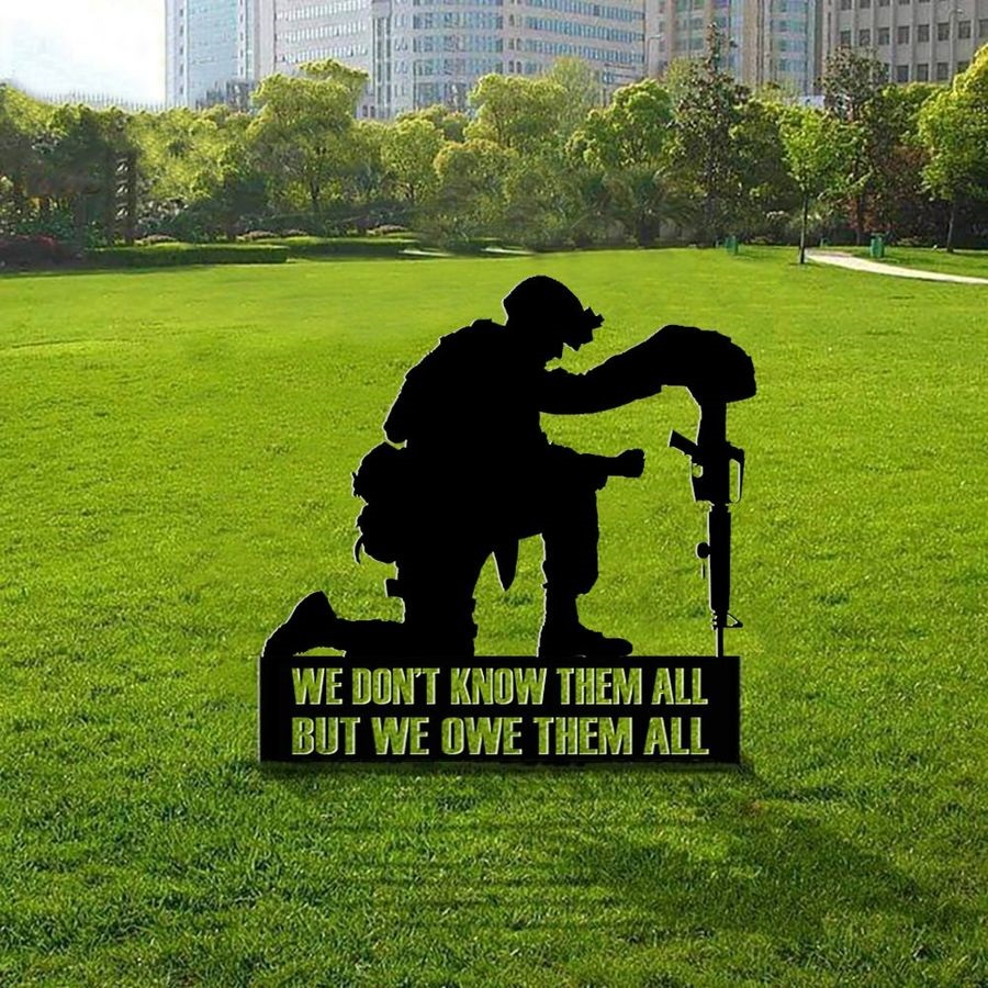 Honor soldiers military Memorial day We don't know them all but we owe them all yard sign